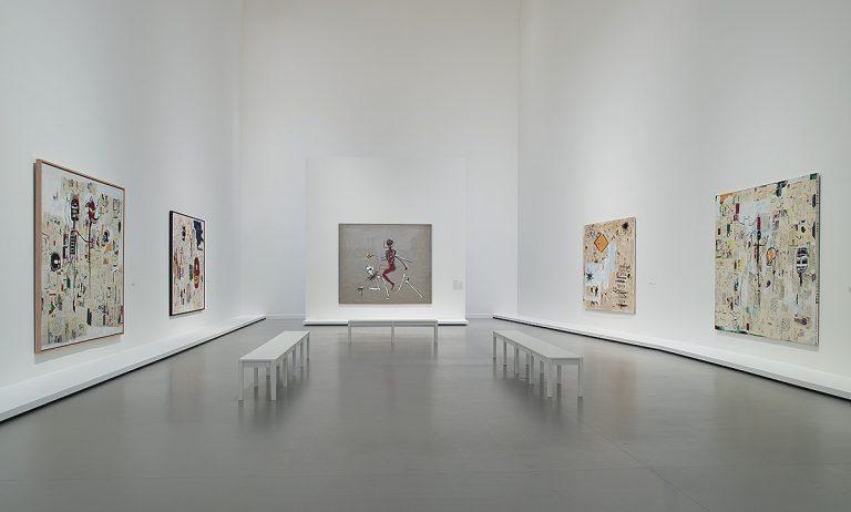 Una de les sales de l'exposició de Jean-Michel Basquiat a la Fundació Louis Vuitton de París | Fondation Louis Vuitton
