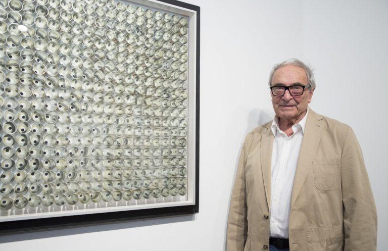 Jordi Pericot amb la seva obra Rotació d'un punt sobre buit