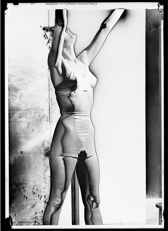 Lee Miller. Corsetry-Solarised Photographs[Fotografies de cotilleria solaritzades], Vogue Studio, Londres, 1942 | Lee Miller Archives