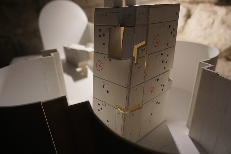 La maqueta de Pep Admetlla per a la torre de la instal·lació La tercera cara de la Lluna