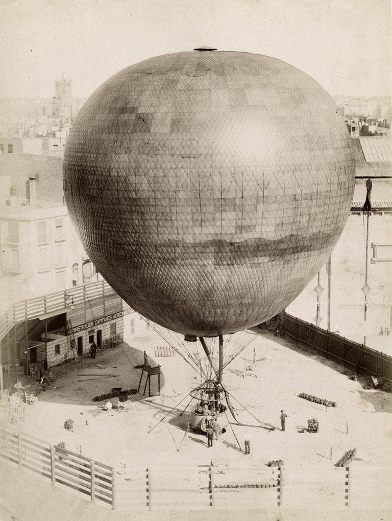 Pla general del globus El Cautivo de l'Exposició Universal del 1888. Barcelona, Antoni Esplugas. Còpia en paper a l'albúmina, 21,7 x 16,3 cm