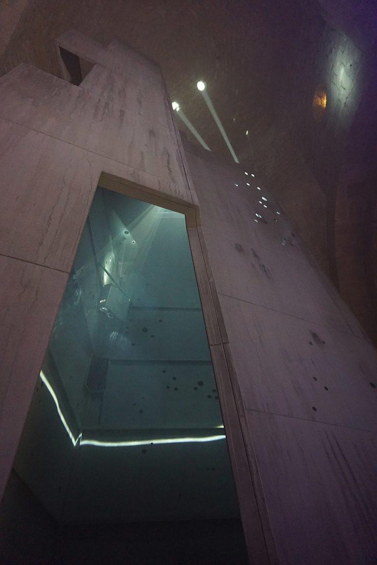 Porta d'accés a l'escultura transitable concebuda per Pep Admetlla