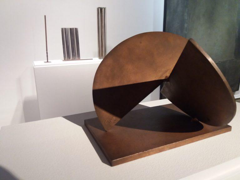 Par móvil, de Jorge Oteiza. L'artista basc no volgué ser present a la mostra però una peça seua acabà formant part de l'exposició.