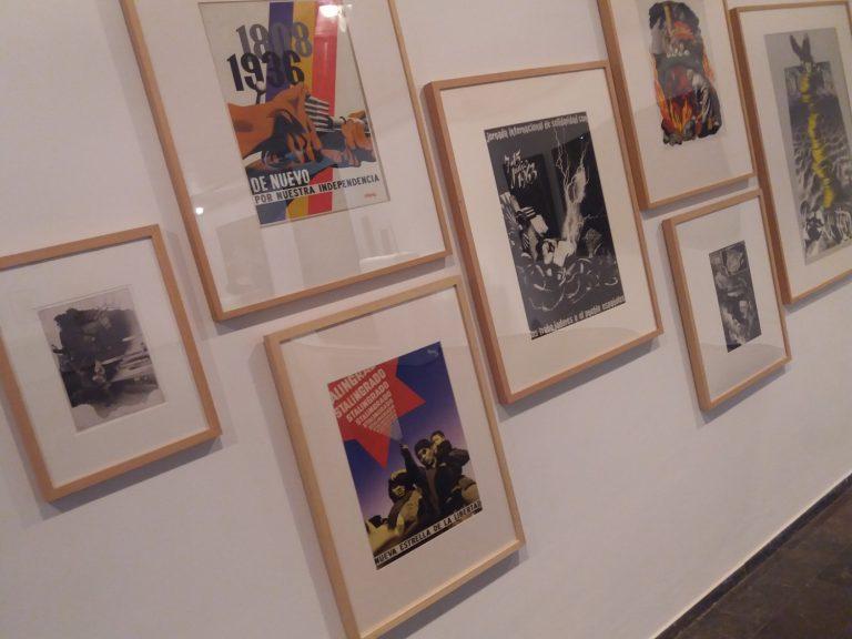 Secció amb els cartells i fotomuntatges de Josep Renau.