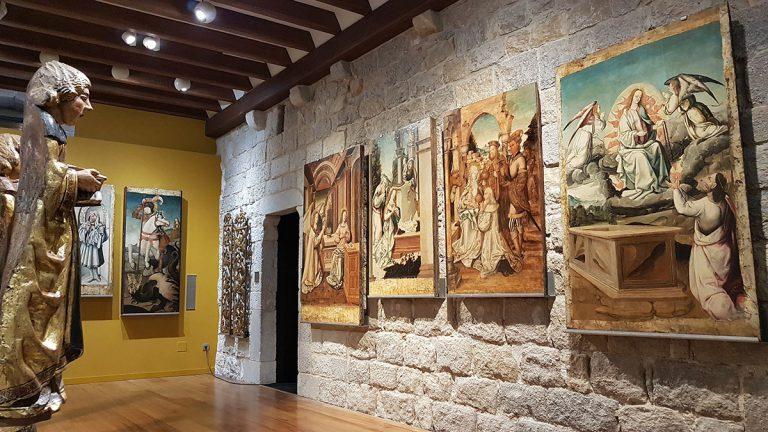 El pany de paret on s'exposa el cicle pictòric de Perris de Fontaines per al sotabanc del retaule (1515-1518) | Museu d'Art de Girona