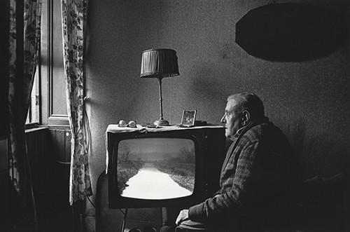 Pensionista impedit, Maryhill, Glasgow, Escocia, 1975 © Nicholas Battye.