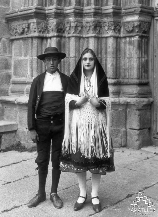 Vestits de nuvis de El Barco de Ávila (1928, C-54296)