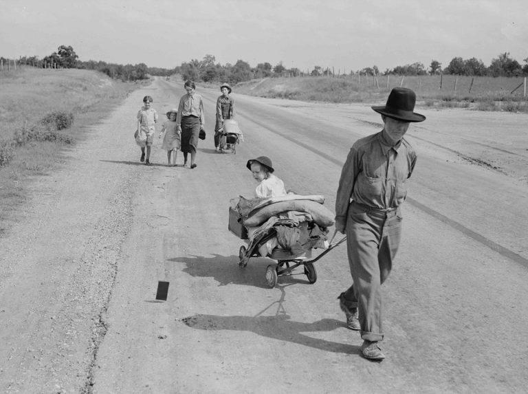 Família de refugiats a la carretera @ Dorothea Lange, 1936. Cortesia de la Library of Congress