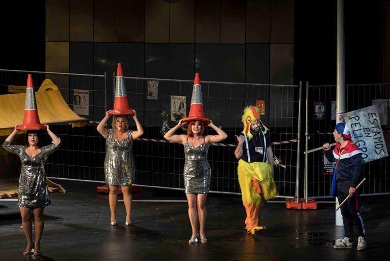 Una escena de 'La Flauta Màgica' a Les Arts. Fotos: Miguel Lorenzo i Mikel Ponce