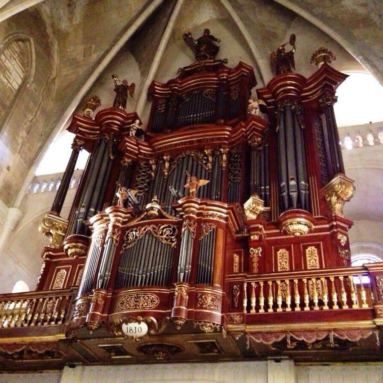 Orgue de Santa Maria de Maó. Foto Sguastevi, Wikimedia Commons.