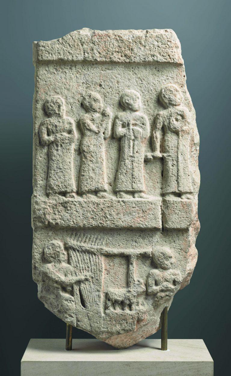 Estela de la música, 2140-2110 aC. Tello, Iraq. Pedra calcària. © RMN-Grand Palais, Musée du Louvre. Foto: Mathieu Rabeau