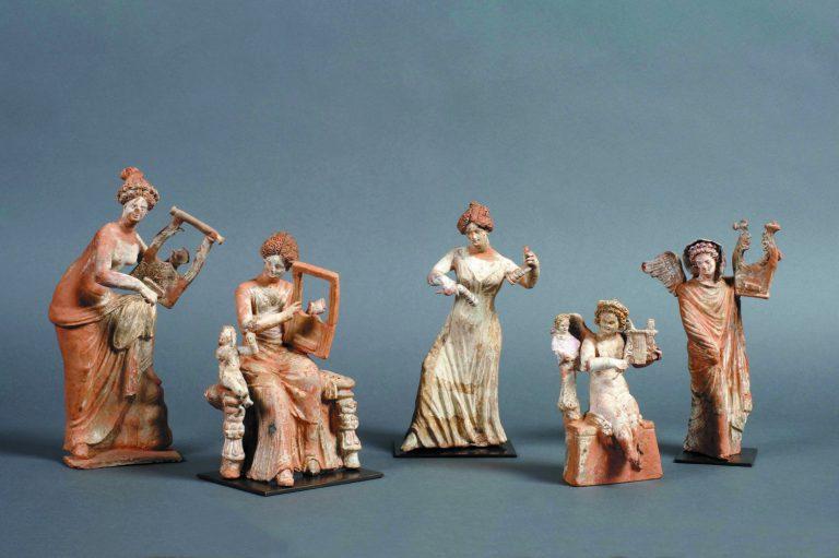 Grup de figuretes conegut com a «Concert d'Egina», Segle III aC. Argila pintada. Musée du Louvre. © RMN-Grand Palais, Musée du Louvre. Foto: © Anne Chauvet