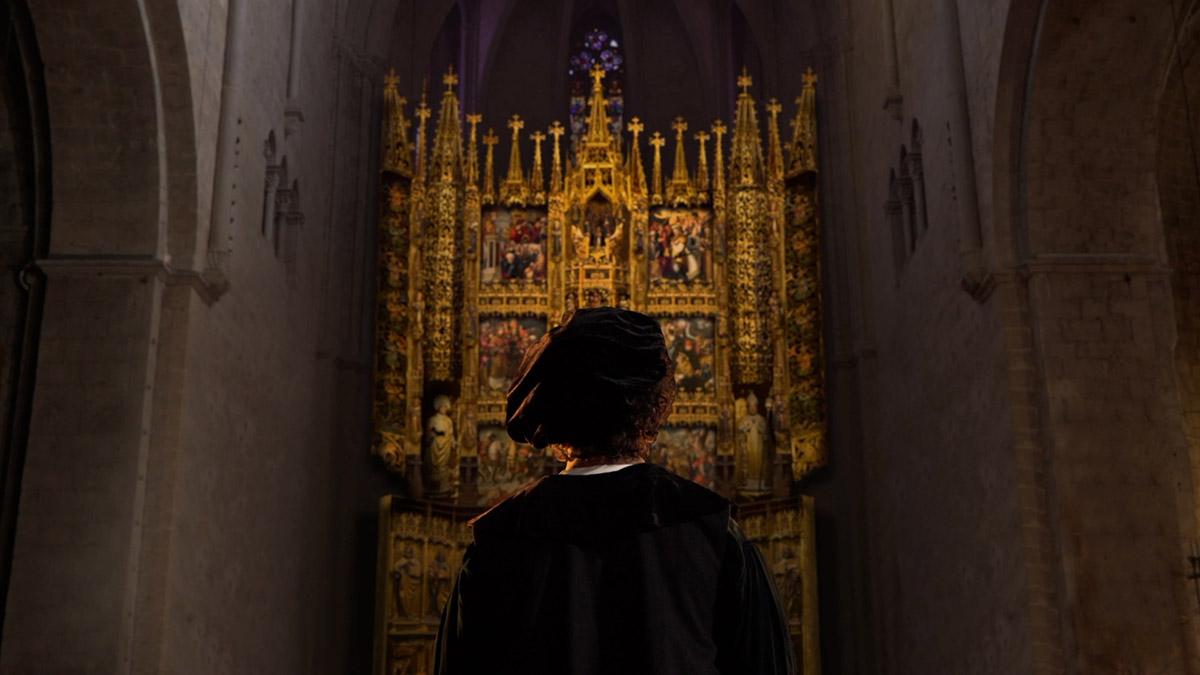 Imatge extreta de l'audiovisual que recrea la construcció i l'impacte visual del retaule al seu lloc original.