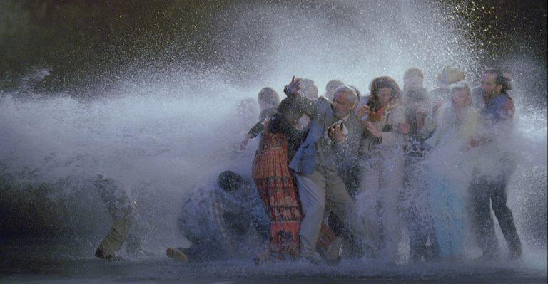 Bill Viola (Nova York, 1951)The Raft, maig de 2004 Videoprojecció: color, HD / 10 min 33 s. Col·lecció de l'artista
