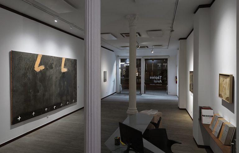 Imatge de l'inici de l'exposició 'Tàpies avui', comissariada per Arnau Puig, a la Galeria Mayoral