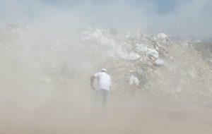 Una de les imatges de la instal·lació d'Anna Malagrida, 'Desplazamiento III. El polvo que se levanta al barrer'