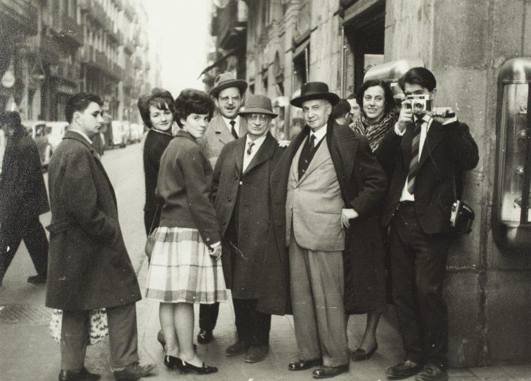 Visita de Joan Vidal Ventosa, Jaume Sabartés, Catherine Hutin-Blay i família Gaspar al Museu Picasso