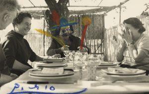 'Edouard Pignon, Anna M. Torra, Pablo Picasso i sra Lacourière al restaurant La Colombe'. Sant Paul de Vance, 11/10/1958.              | Fons Gustau Gili i Anna M. Torra