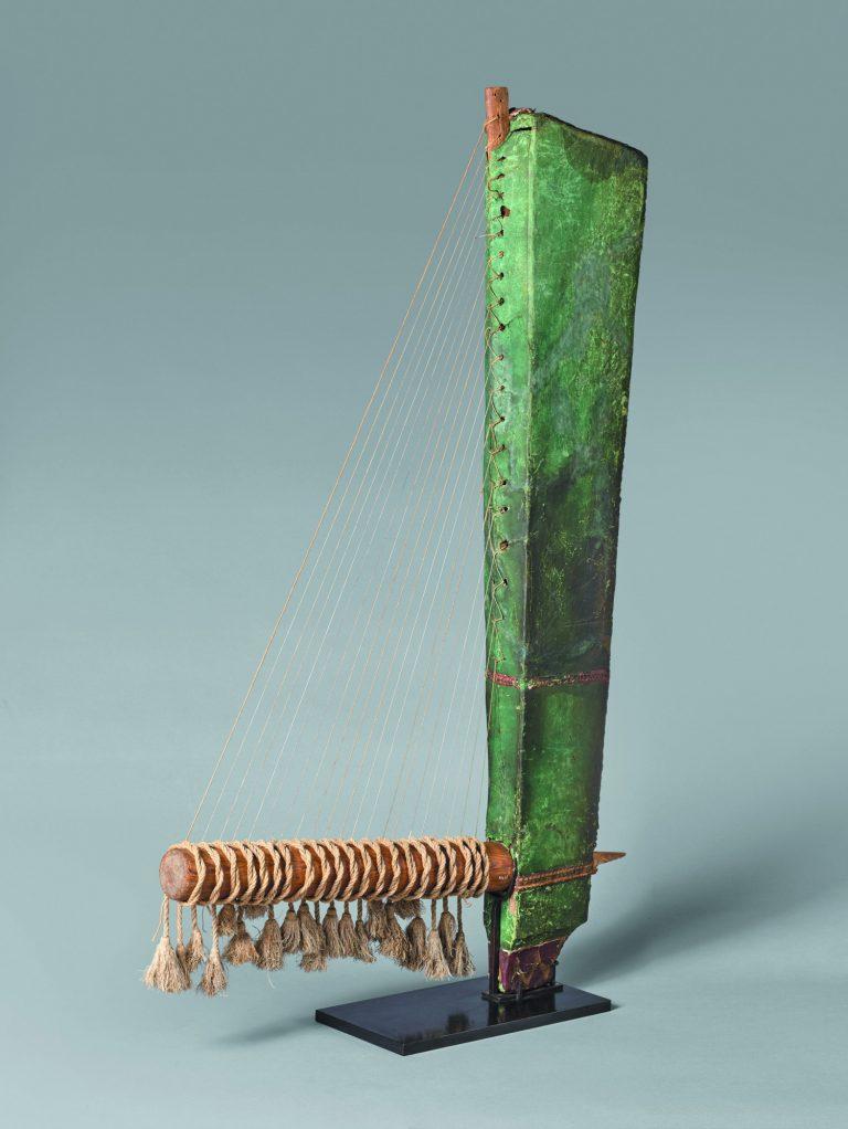 Arpa triangular, 1069-332 a.C. Antic Egipte. Fusta i cuir. Musée du Louvre. © RMN-Grand Palais, Musée du Louvre. Foto: Hervé Lewandowski
