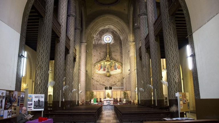 Interior de l'església del Carme, Barcelona.