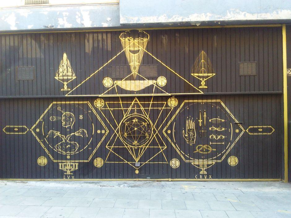 LeonKa Creatio: Lux, Crux, 2015  Porta de l'associació cultural Magia Roja, Barcelona