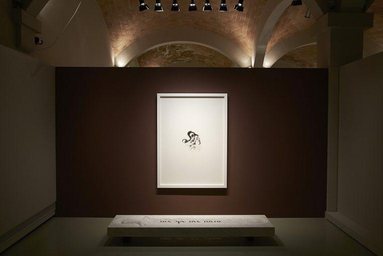 Nec Spe Nec Metu; marbre, dibuix i impressió Giclée; talla en marbre: 20 x 210 x 50 cm.; impressió Giclée d'un dibuix del Sant Geroni: 140 x 101,5 cm.