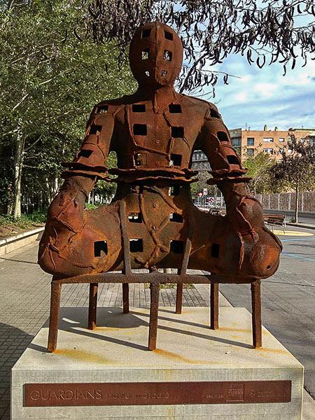 Un dels 'Guardians' barcelonins de Xavier Mascaró | Ramon Casalé