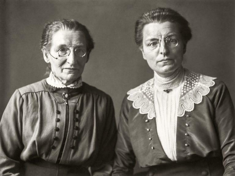 Mestres d'escola primària, c. 1920 © Die Photographische Sammlung/SK Stiftung Kultur – August Sander Archiv, Cologne; VEGAP, Madrid, 2019