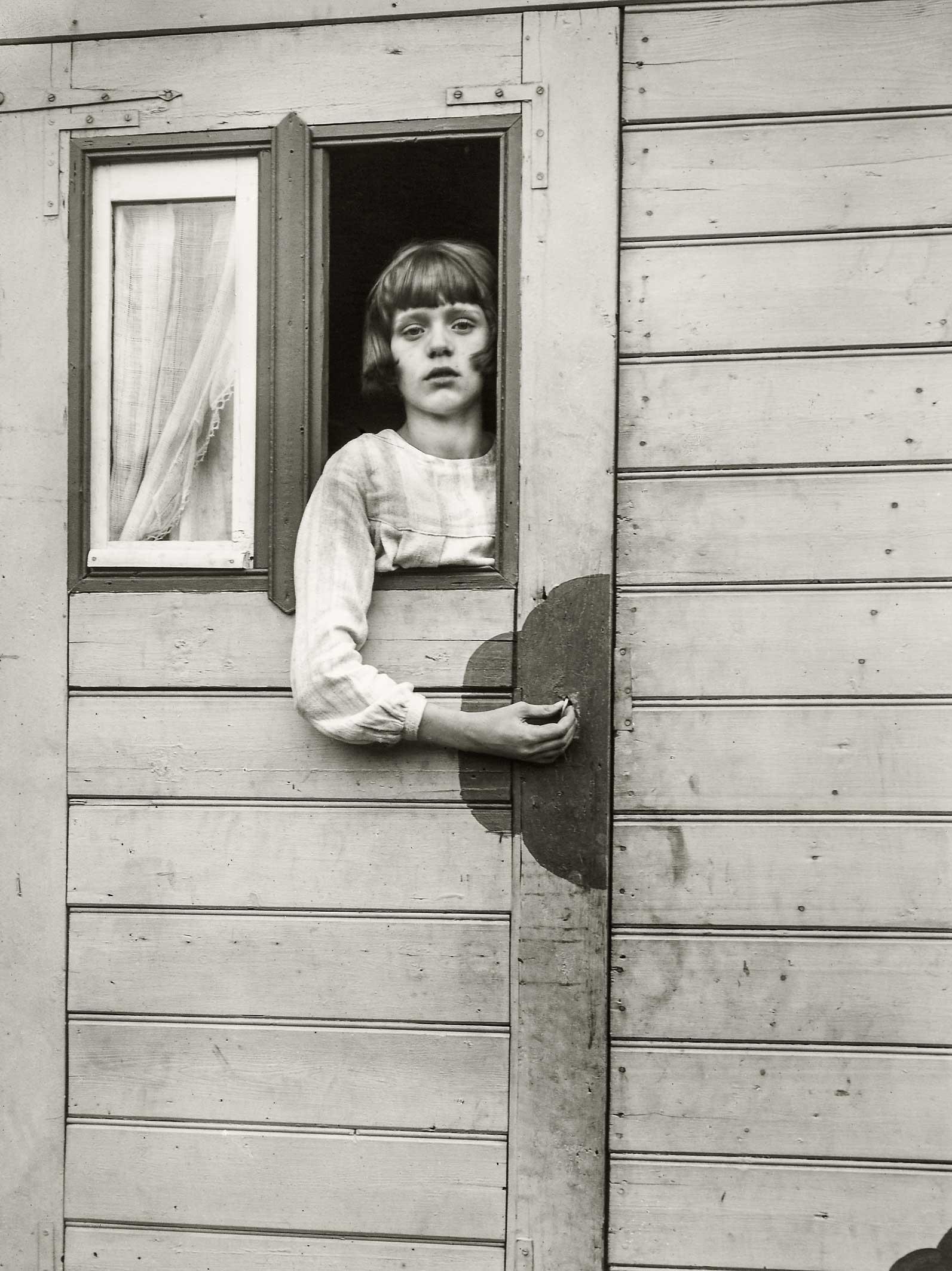 Fragmen de 'Noia en una caravana de fira',1926–1932 August Sander Archiv, Cologne              | August Sander