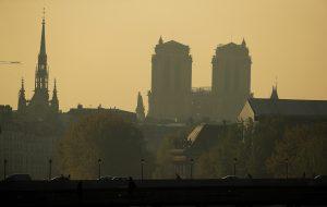 La nova silueta de Notre-Dame després de l'incendi que va consumir el sostre de fusta              | EFE