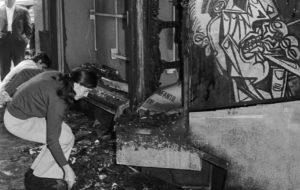 La llibreria Cinc d'Oros, després de l'atemptat produït el 1971.              | Arxiu fotogràfic de Barcelona