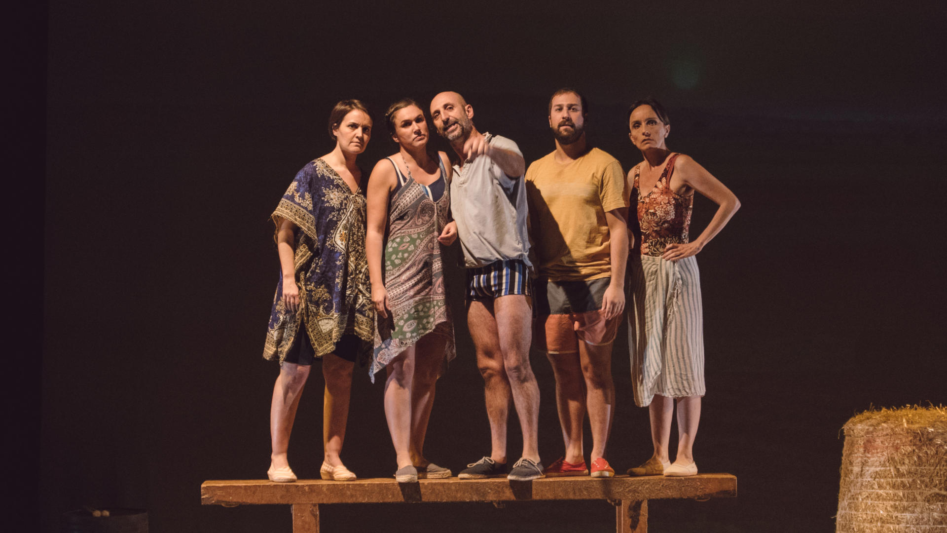 Toni Gomila (al centre) ha estrenat aquesta temporada 'Rostoll cremat' al Teatre Principal, amb direcció d'Oriol Broggi. Al juliol es podrà veure al Festival Grec, a Barcelona