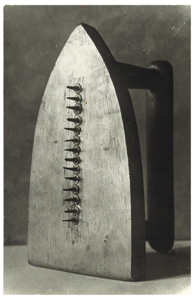 Man Ray, Le cadeau (El regal), 1921. Gelatina de plata sobre paper. © Man Ray Trust, VEGAP, Barcelona, 2017
