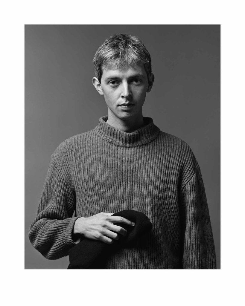 """El dissenyador de moda Adolfo Fernández, retrat de la sèrie """"Hola! Barcelona"""" (1982"""