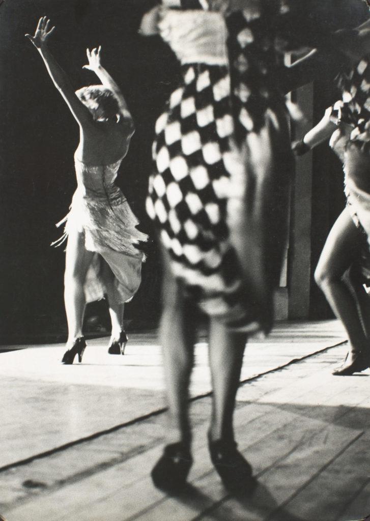 Dones ballant (Par°s) Cap a 1957, Dipïsit de l'artista al Museu Nacional d'Art de Catalunya @ Oriol Maspons, VEGAP, Barcelona, 2018
