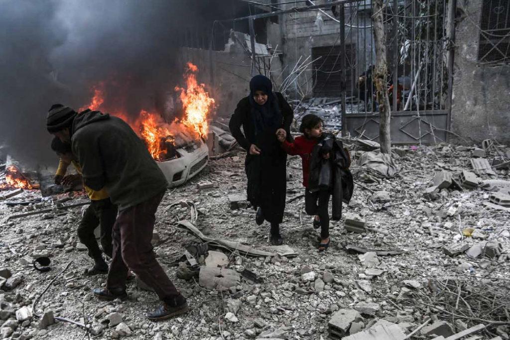 'La fi inesperada del setge' retrata la retirada de l'exèrcit sirià de Ghuta oriental //ABDULMONAM EASSA / AFP