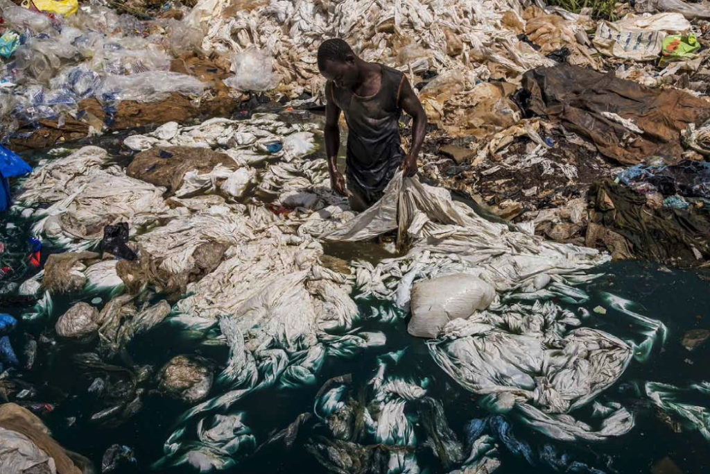 'La lenta agonia del llac Victòria' / FRÉDÉRIC NOY