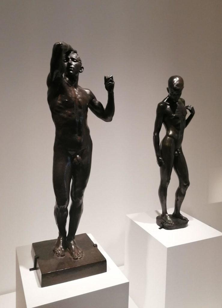 """Rodin, """"L'âge d'airain"""", 1903-1904 i Maillol, """"Le Cycliste"""", 1907. Foto: Pilar Parcerisas"""