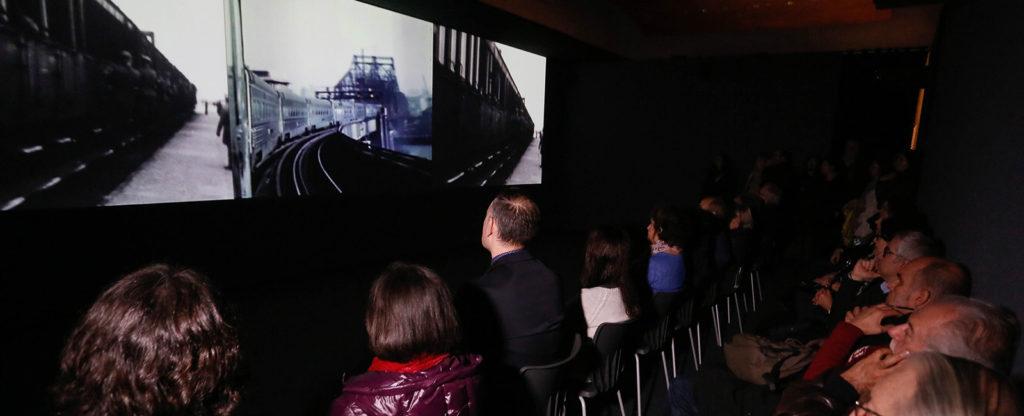Imatge de l'exposició 'Different trains', a la Fundació Joan Miró. Foto: Fundació BBVA