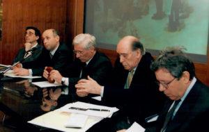 """El Dr. Josep M. Vilarrasa (segon per la dreta), a la roda de premsa de l'exposició """"Catalani a Parigi"""" a Brescia (2002)"""