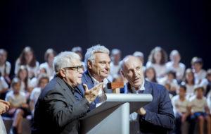 El Tricicle reculla el premi durant la gala Catalunya aixeca el teló. Foto: Catalunya aixeca el teló