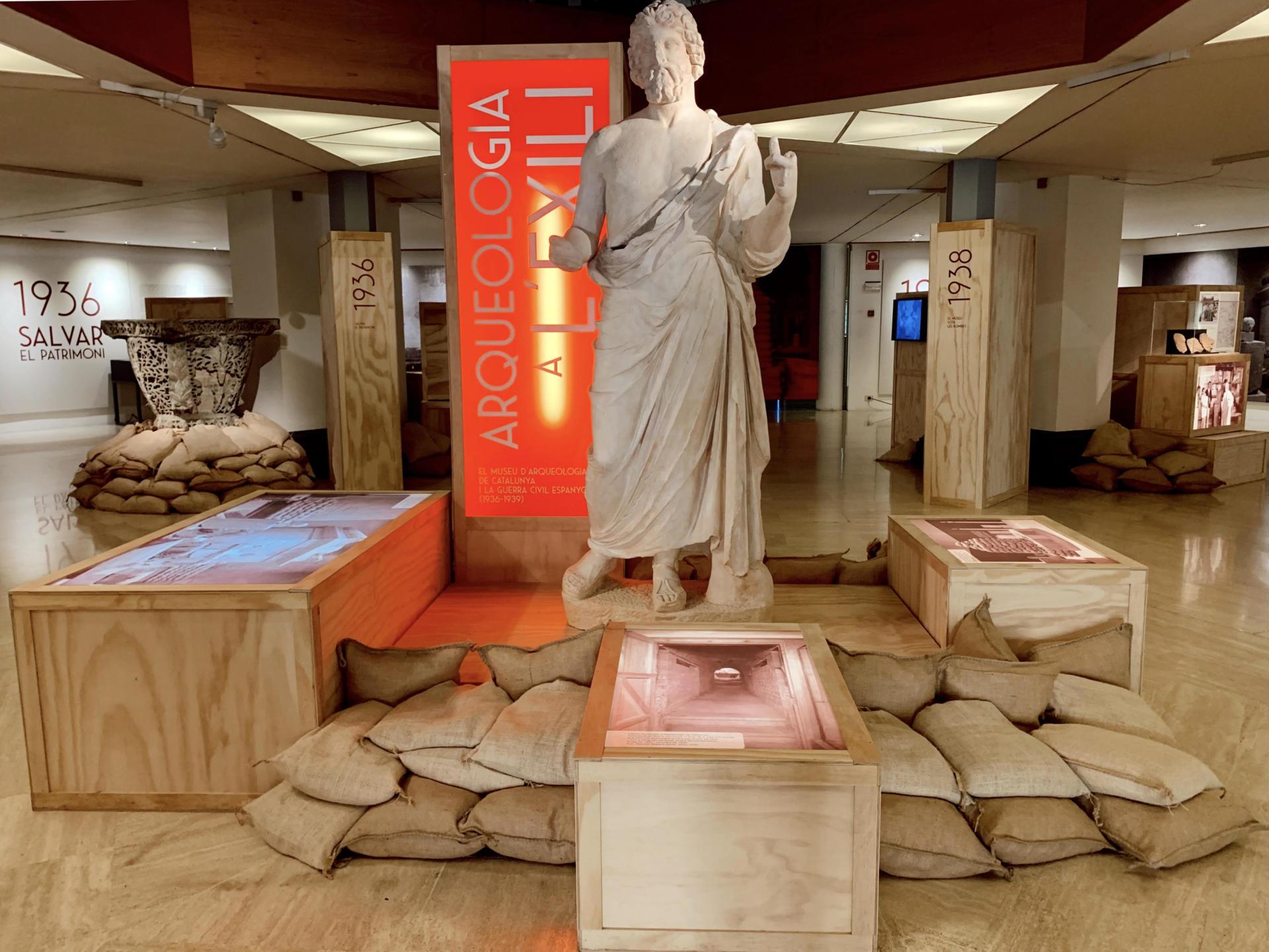 Imatge de sala de l'exposició 'Arqueologia a l'exili', al MAC.