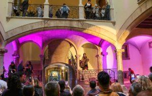 Moment de la inauguració de l'exposició sobre el desaparegut Toni Socias, al Casal Solleric
