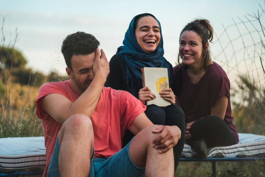 Georgina Latre, Moha Amazian i Manar Taljo, protagonistes de l'obra