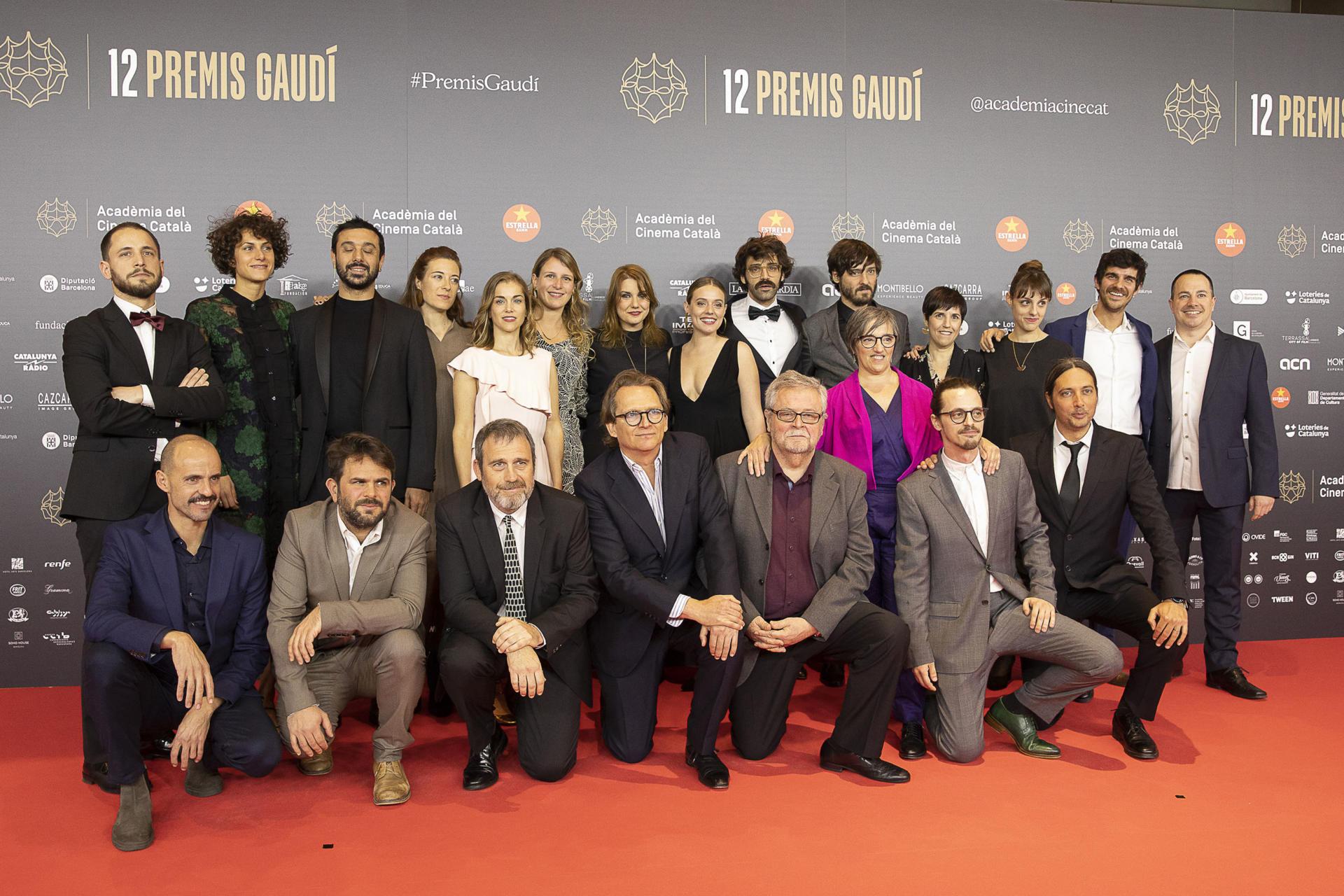 L'equip d''Els dies que vindran' a la catifa vermella prèvia a la gala dels Gaudí. | Jodi Play / ACN