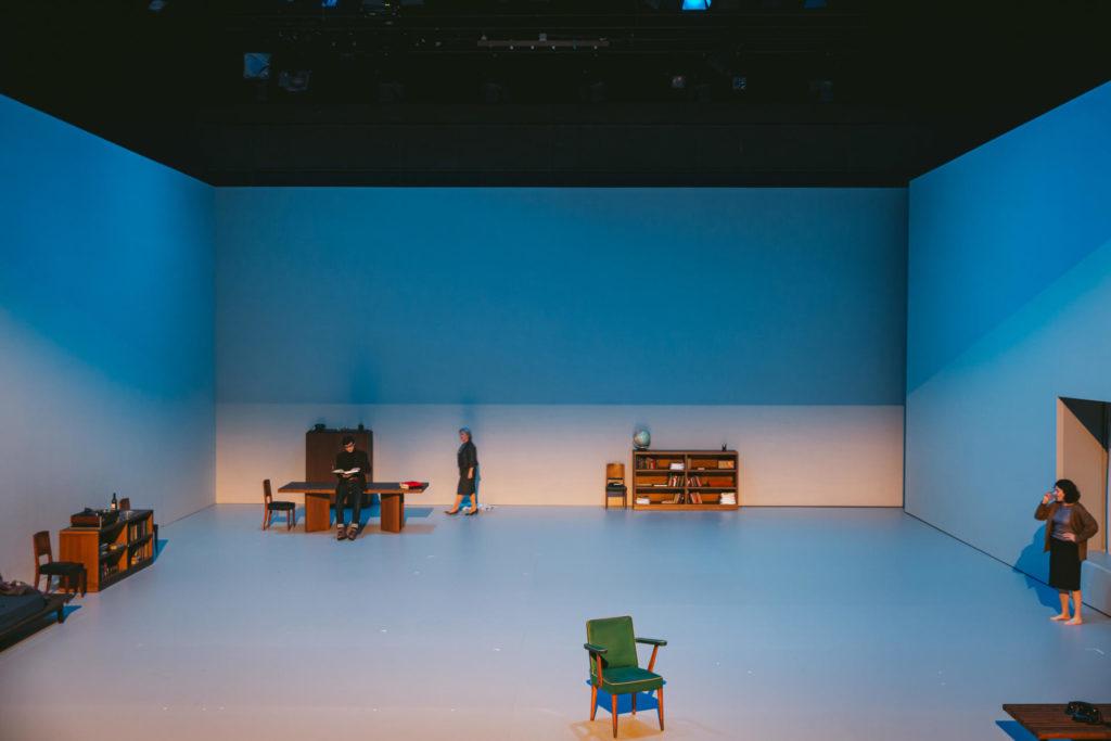 Panoràmica d'una escena de l'espectacle El Quadern Daurat