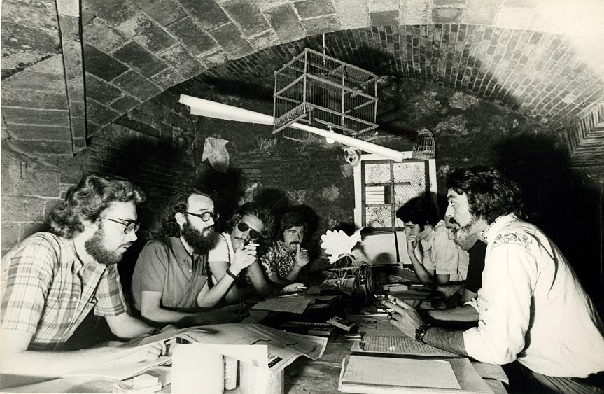 Classe d'escenografia al Palau Güell, 1972. amb Joan Abellan, Joan Josep Guillén i dos alumnes més, Josep Massagué, Iago Pericot i Fabià Puigserver.