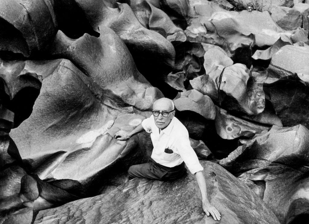 El pintor Francesc Domingo al Vale da Lua, fotografiat per Marcel Giró, c. 1960.