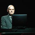 Florian Schneider · Concert en viu a Ferrara (2005). Imatge: Wikipèdia.