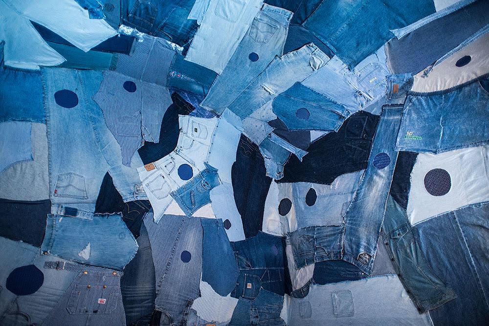 """Rosa Tharrats, instal·lació tèxtil """"Space for the 22nd Century"""", Galeria Cadaqués, 2016."""